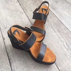 DONALD J PLINER leather wedges